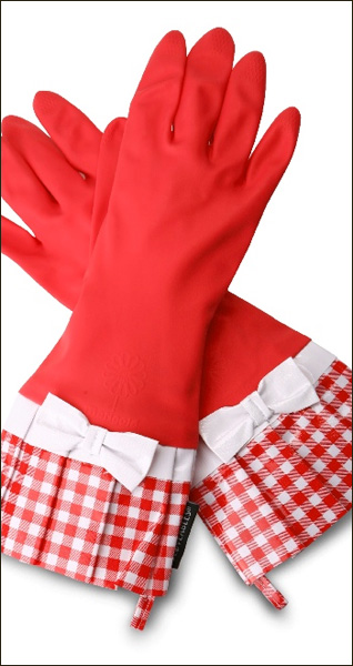 Red gingham gloves